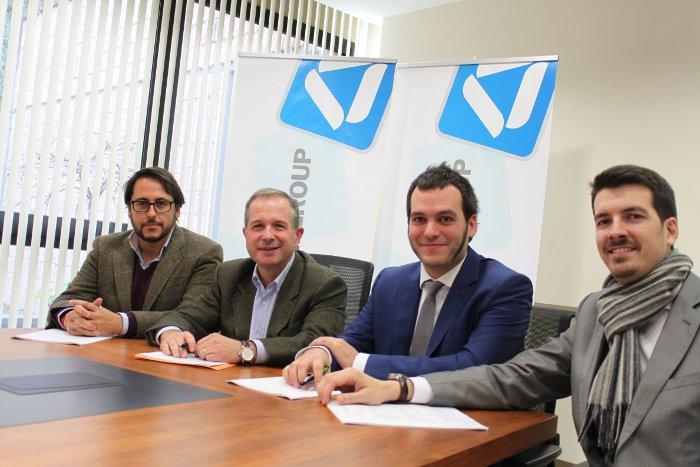 Angel Viñas (IPF), Antxon López Usoz (DANOBATGROUP), Fernando Sáenz y Jon Salvidea (Cyril) en la firma del acuerdo